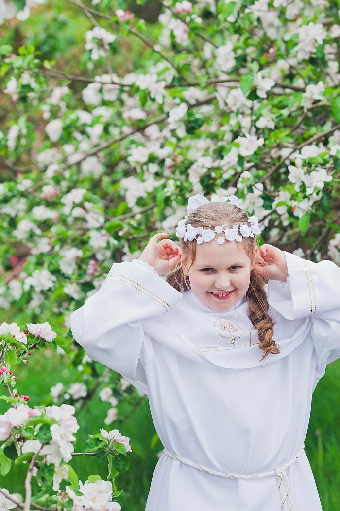 1 (47)-dziewczynka-idaca-do-komunii-swietej