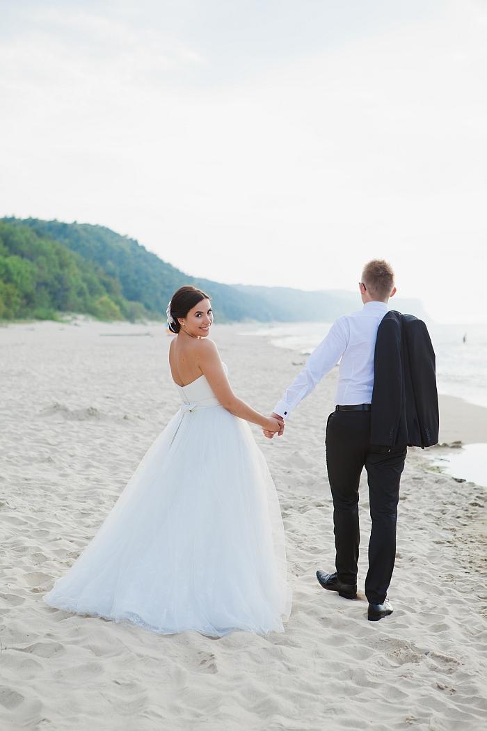 1 (36)-wedding-couple-on-the-beach