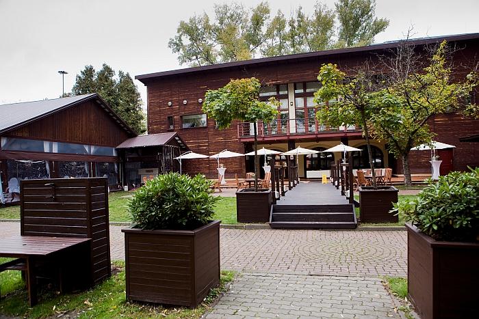 3-40-boathouse-restaurant-and-bar