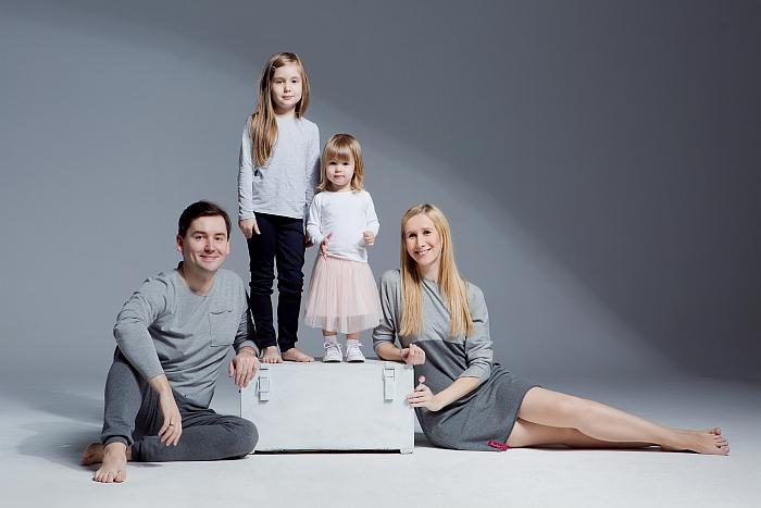 Modernistyczne Rodzinna sesja zdjęciowa w studio – Warszawa – Ania Mioduszewska OE59